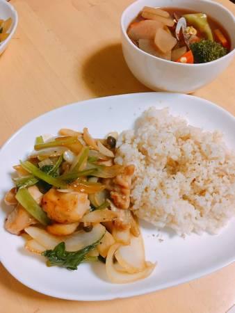 【夕食ネット/キットde楽!】ローストチキンの塩バター炒め・あさり入りミネストローネ