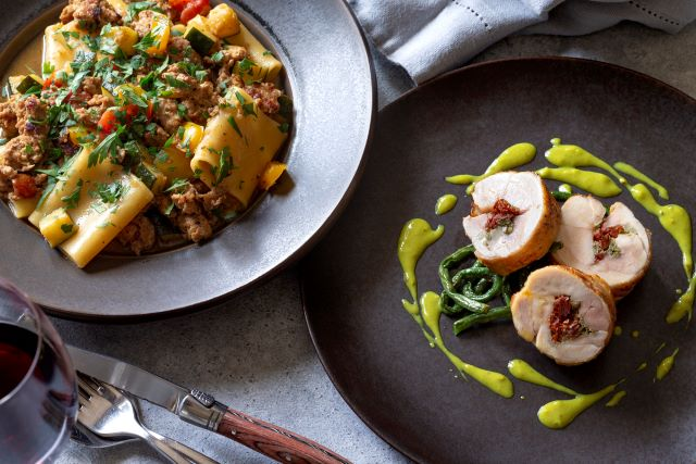 「リストランティーノ ルベロ」監修 鶏モモ肉のロトリーノ グリーンマスタードソース&豚ラグーと彩り野菜のパッケリ